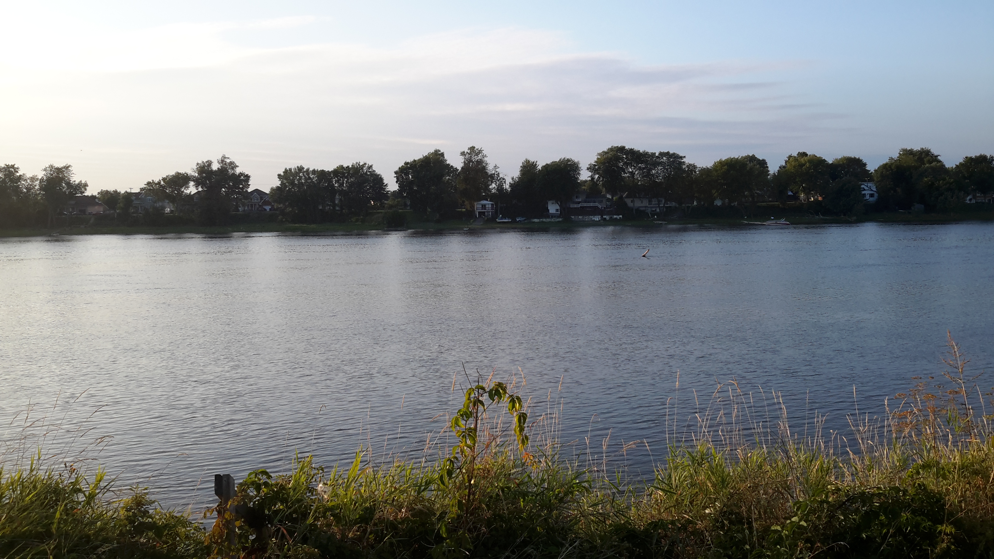 Lac - Maisons neuves style contemporain près de Montréal